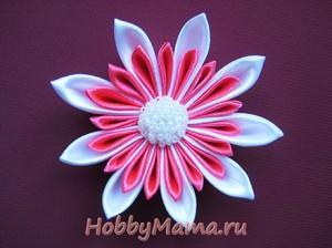 Техника канзаши Цветы из лент Фото