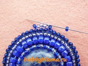 Кулон из бисера Петля мозаичным плетением из бисера