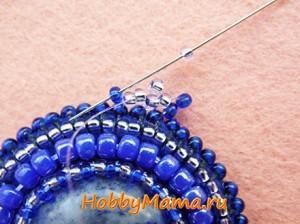 Кулон с вышивкой и плетением бисером