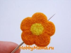 Закладка с цветком в технике сухого валяния