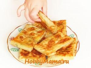 Горячая закуска из лаваша Кутабы с сыром, зеленью и ветчиной