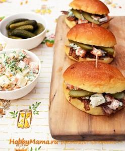 Гамбургеры с салатом Оливье
