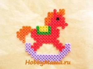 Лошадка-качалка Детская поделка из термомозаики