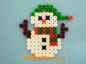 Поделка с детьми к Новому году Снеговик из термомозаики
