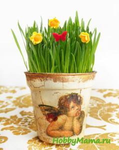 Декупаж цветочного горшка с кракелюром и золочением поталью