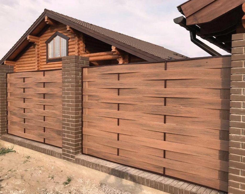Если устанавливаете забор на даче, то не забудьте построить игровые площадки для детей
